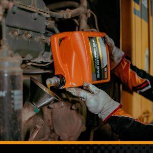 Dầu động cơ Diesel hạng nặng so với Dầu động cơ ô tô chở khách: sự khác biệt là gì?