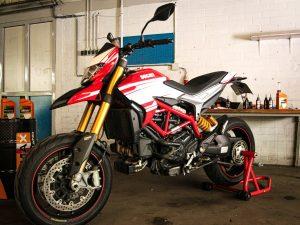 Sự khác biệt giữa động cơ xe máy 2 kỳ và 4 kỳ là gì?