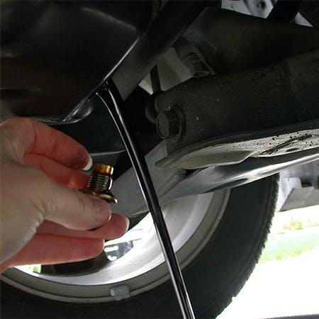 Rò rỉ dầu động cơ – Kiểm tra xe của bạn xem có rò rỉ dầu động cơ không